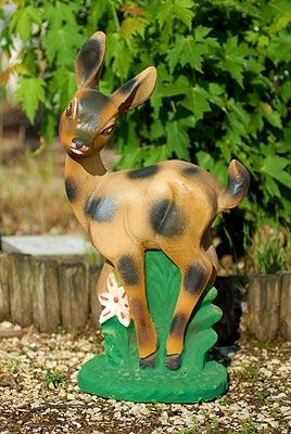 Bambi in cemento colorato da giardino vendita for Animali da giardino