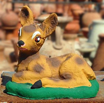 Bambi seduto in cemento colorato da giardino vendita for Animali da giardino