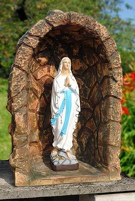 Grotte e nicchie per madonne lonardi tutto per il giardino - Statue da giardino in resina ...