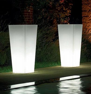 Vaso kiam light in resina vasi da giardino moderni e new for Vasi moderni da interno